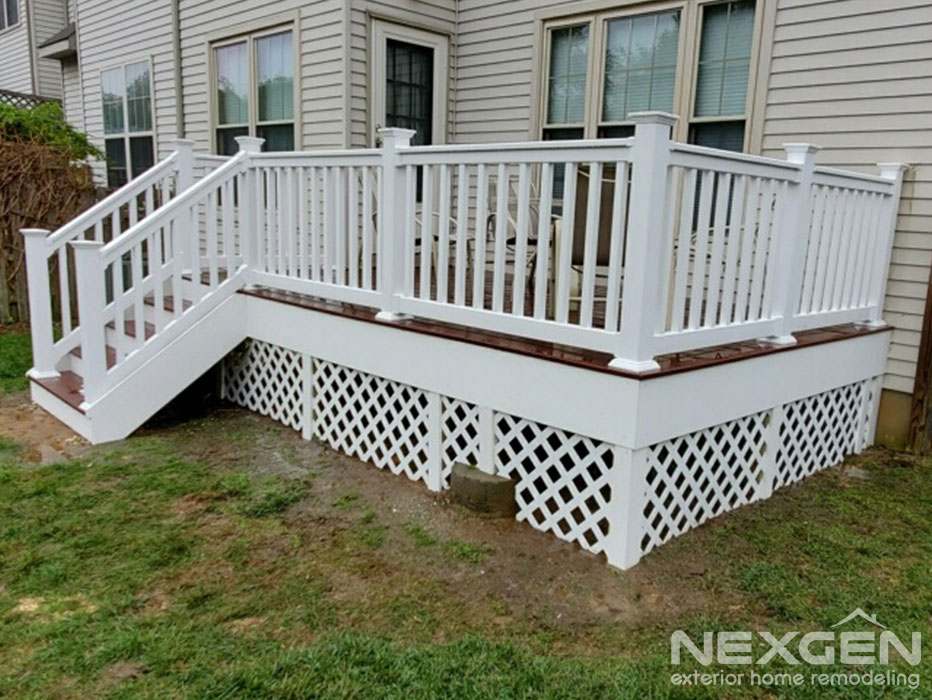 Small Deck Designs with Lattice
